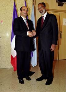 Pierre Gire, Président de l'Institut des hautes études sur les Nations unies, et Johnston Barkat, Sous-Secrétaire général et Ombudsman des Nations unies